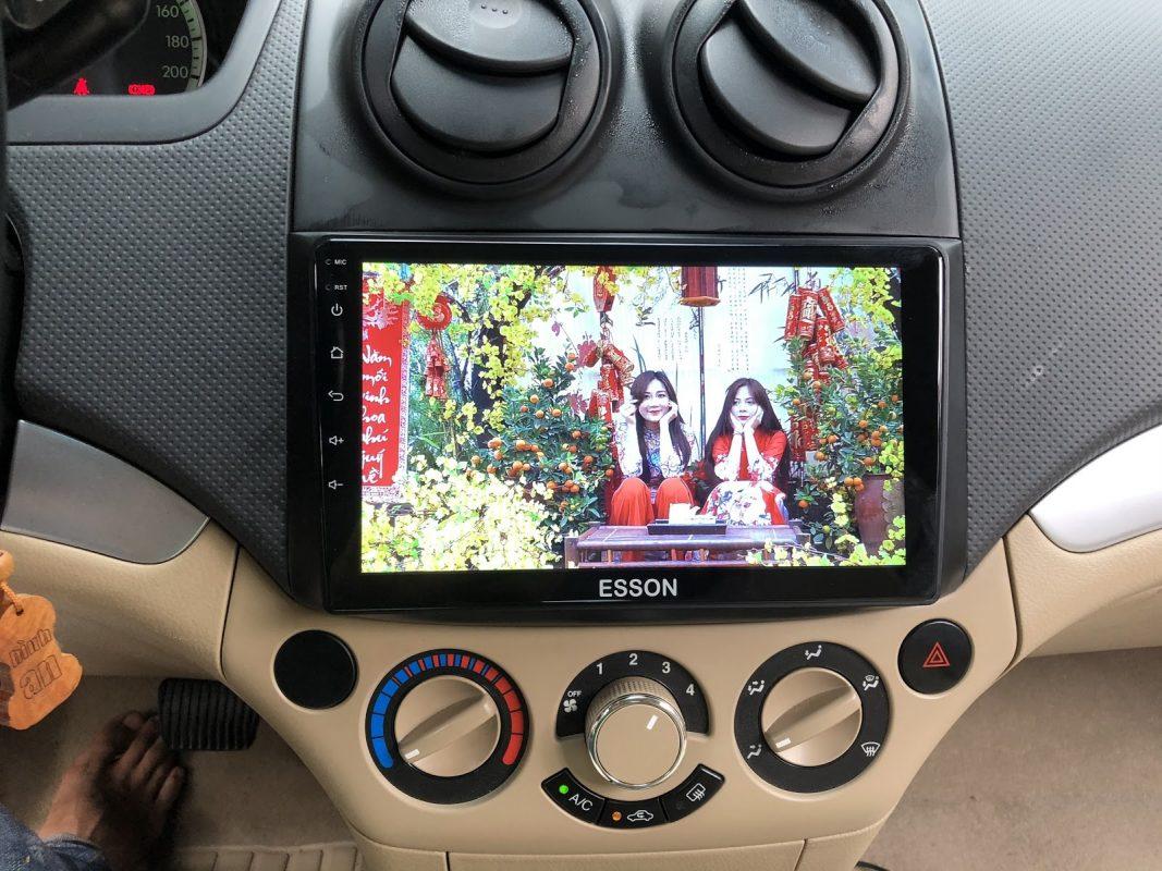 biến máy tính bảng thành màn hình ô tô 02