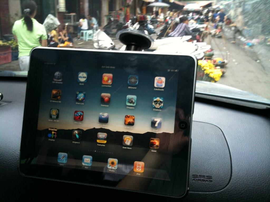 biến máy tính bảng thành màn hình ô tô 01